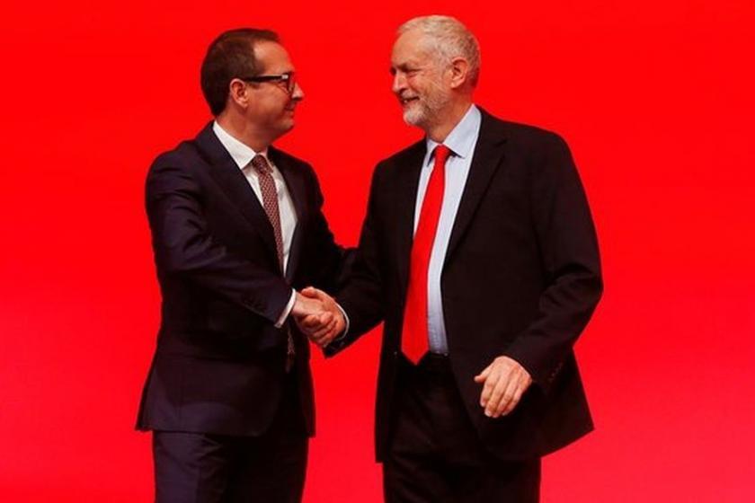 Corbyn, büyük farkla başkanlığını korudu
