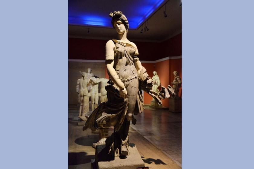 Perge ekolü 'Dansöz Heykeli'