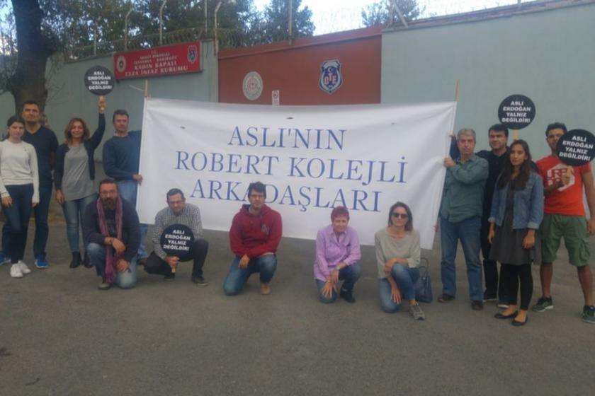 Robert Kolejlilerin Aslı Erdoğan nöbeti sürüyor