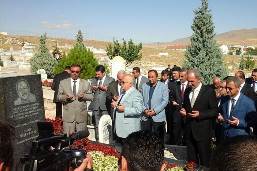 Neşet Ertaş, Kırşehir'de mezarı başında anıldı