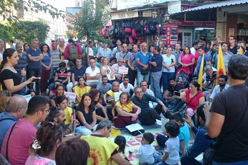 Hatay'ın Samandağ ilçesinde açığa almalar protesto edildi