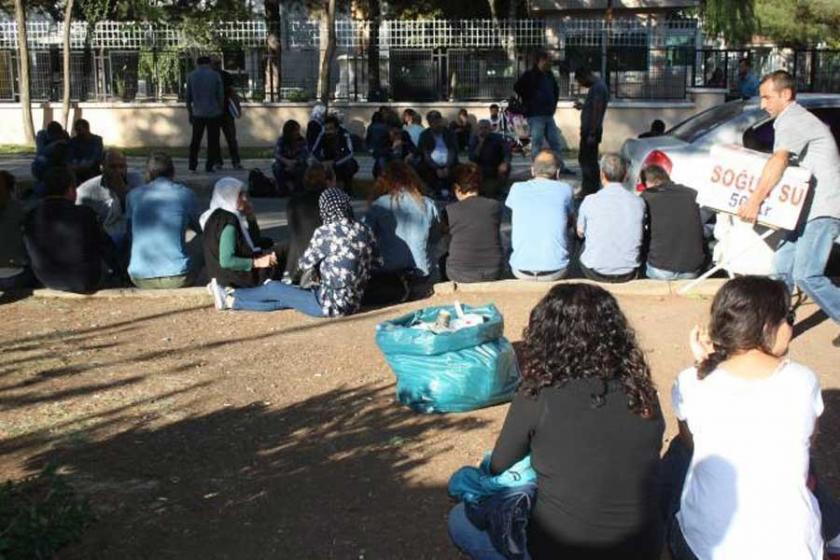 Diyarbakır'da eğitimciler Adliye önünde nöbet eyleminde