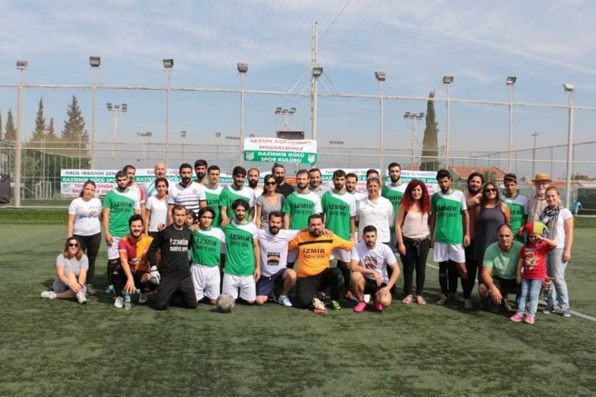 İzmir'de Suriyeliler mültecilerle dostluk maçı