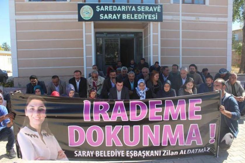 Eşbaşkanı'nın tutuklanması belediye önünde protesto edildi