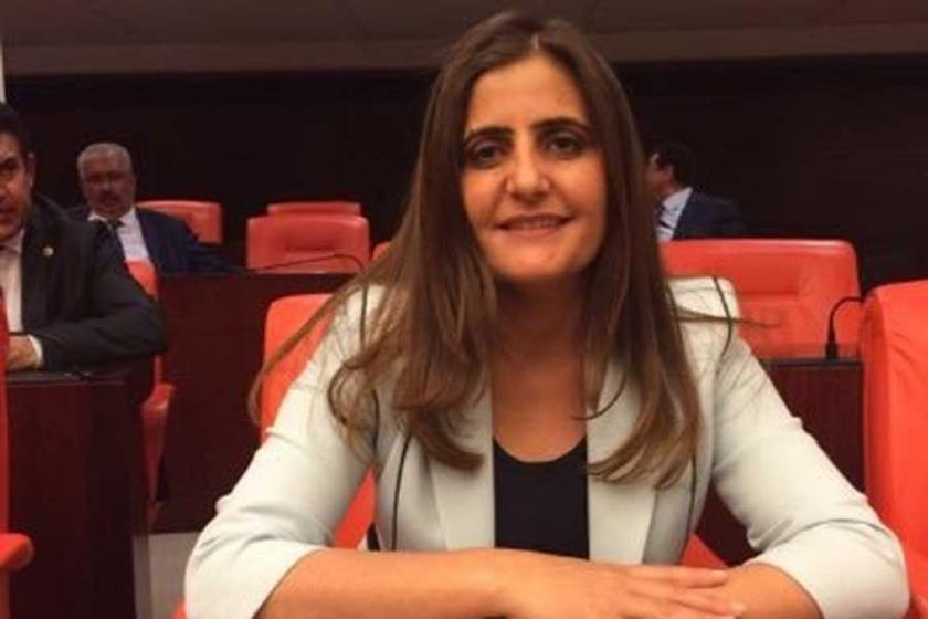 'Düğünlerde Kürtçe türkü söyleyenler gözaltına alınıyor'