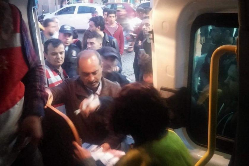 OHAL'e karşı bildiri dağıtan öğretmenler gözaltına alındı