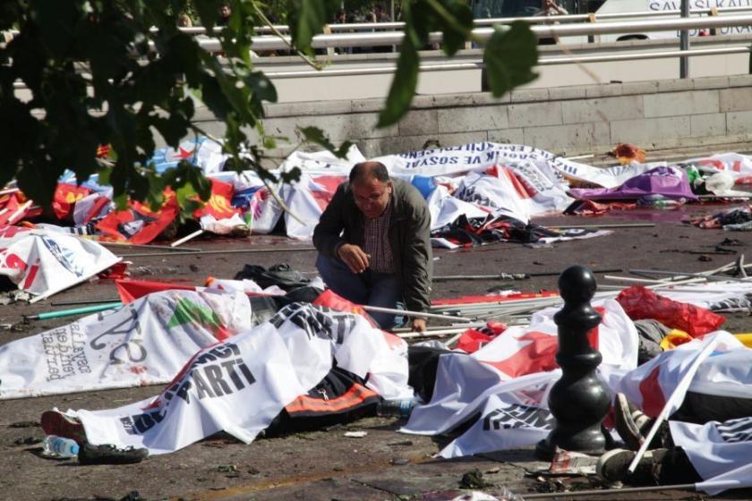 Ankara Garı'ndan giderken o çocuklar... Ellerinde pankartlar