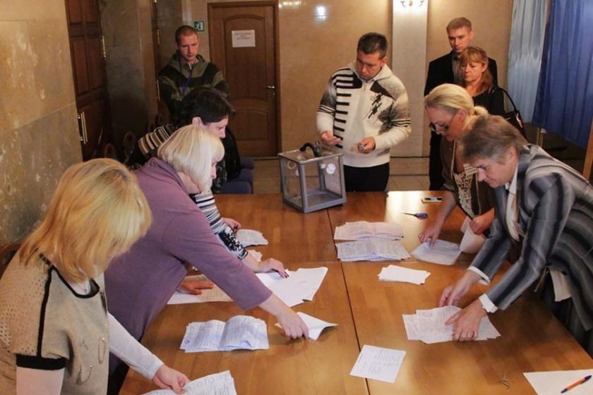 Lugansk Halk Cumhuriyeti'nde yerel ön seçimler yapıldı