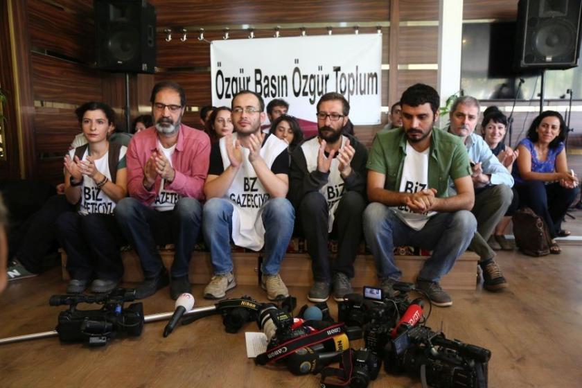 Diyarbakır'da gazeteciler basına darbeye karşı eylemde