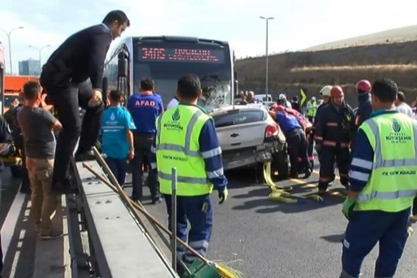 Sefaköy'de metrobüsle çarpışan araçta 1 kişi öldü