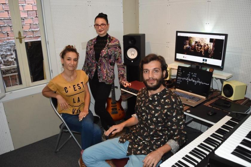 Bir grup gençten yeni dünya müziği