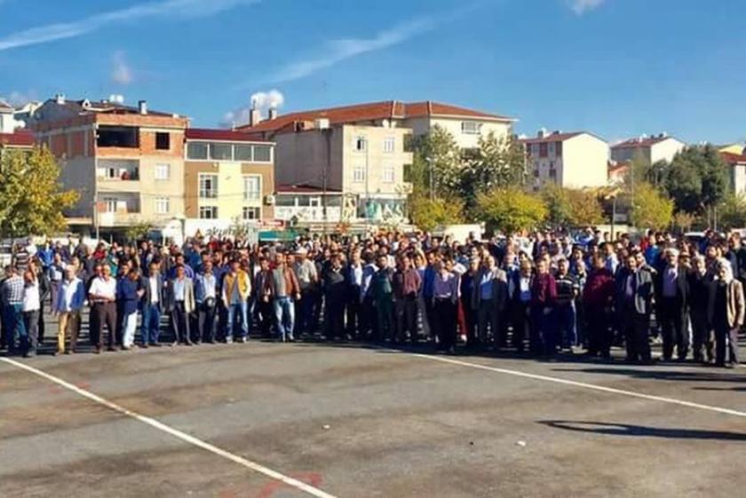 Avcılar'da yıkım sonrası halk, belediye önünde toplandı