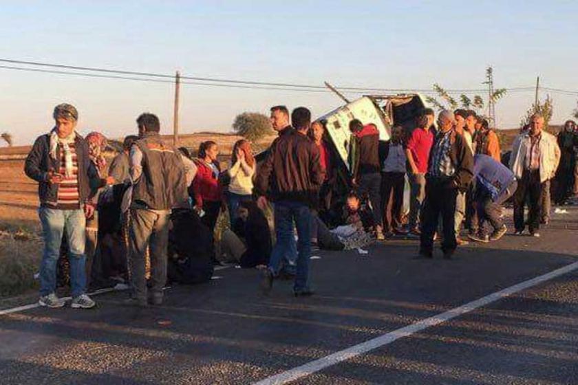 Beyşehir'de servis devrildi: 23 öğrenci ve şoför yaralandı