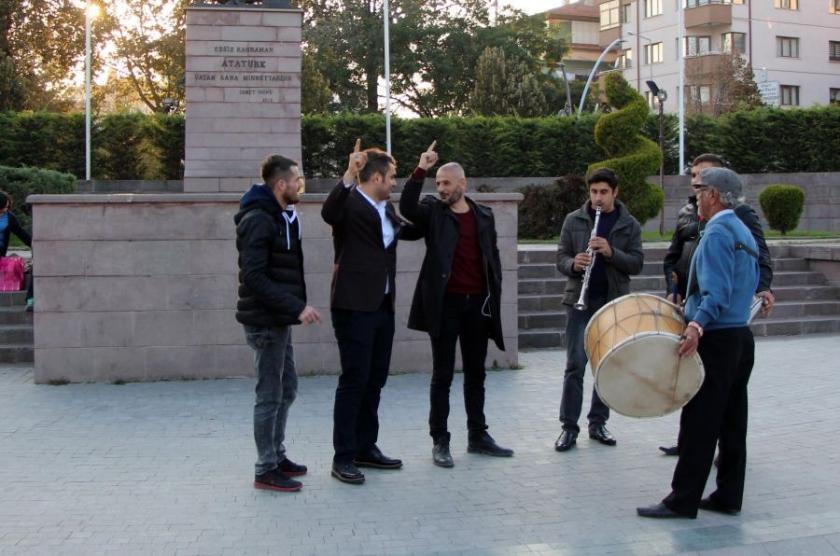 HDP'li gözaltına alındı, BBP'liler davul zurna çaldırdı