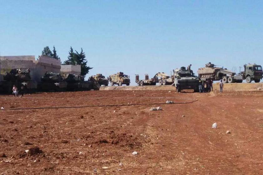 Dünya IŞİD'i, Türkiye  YPG'yi vuruyor