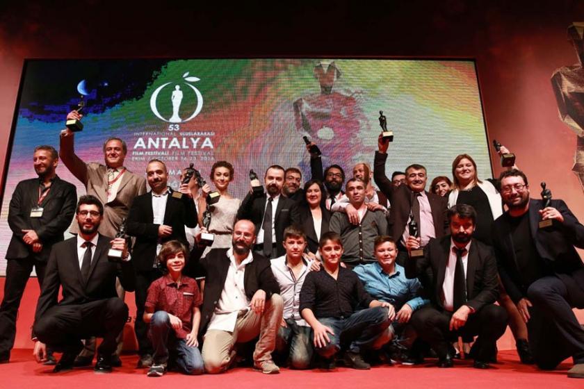 Antalya'da En İyi İlk Film Ödülü 'Babamın Kanatları'nın oldu