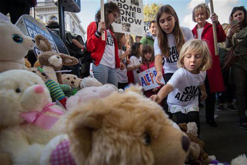 Londra'da Halepli çocuklar için eylem