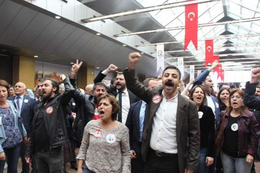 Avukatlar, Kahraman'ı protesto etti