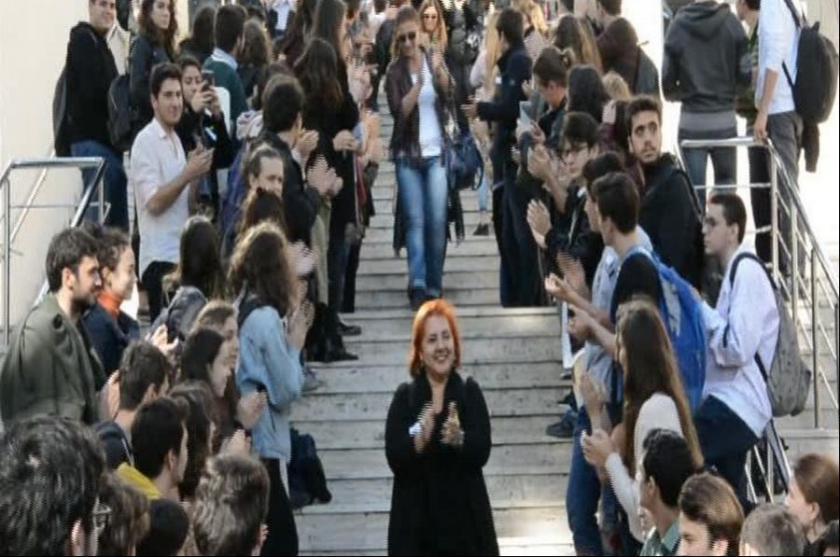 Kadıköy Anadolu Lisesi öğrencileri, öğretmenlerine veda etti