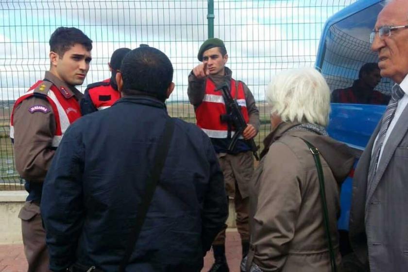 Gazeteciler ve tutuklu yakınları serbest bırakıldı