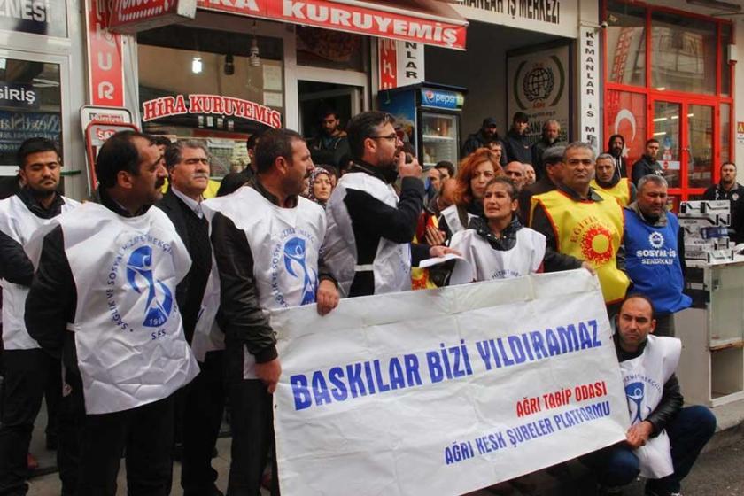 Ağrı'da kamu emekçilerinden alkışlı protesto eylemi