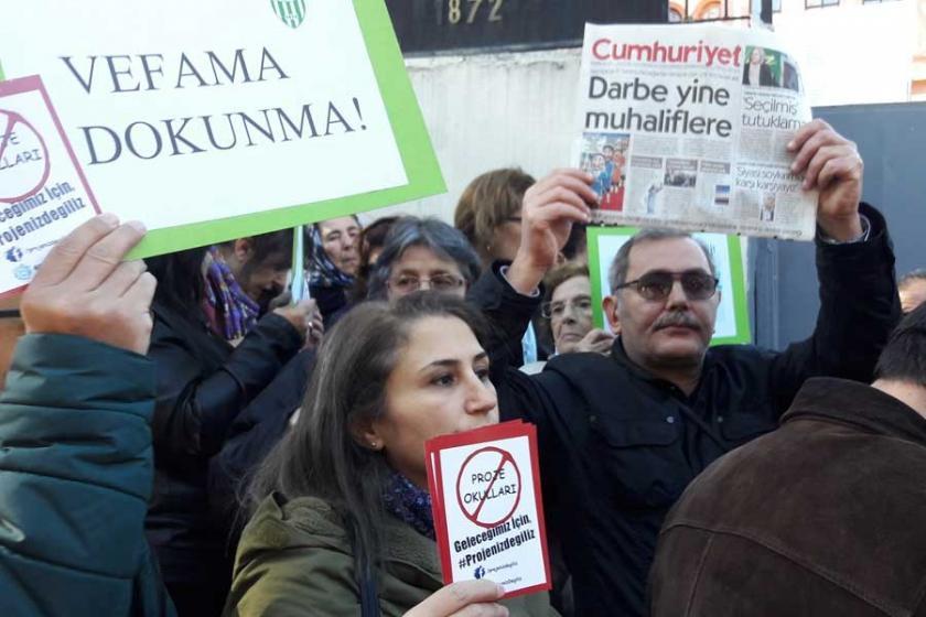 Vefa lisesi önünde 'Proje okul' protestosu