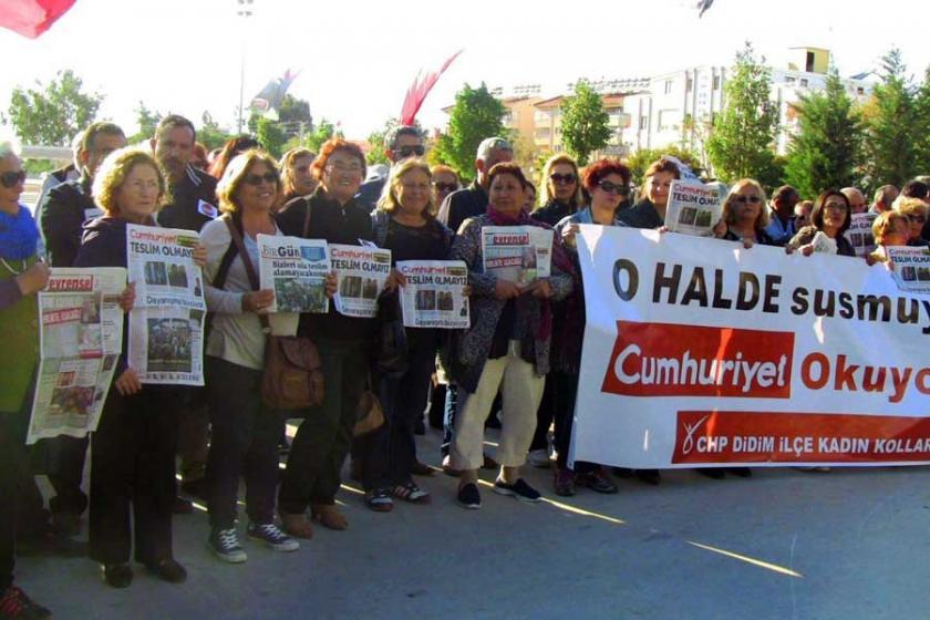 Didim'de basın özgürlüğü için gazete okudular