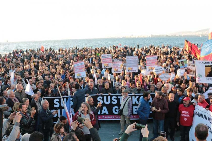 İzmir'de OHAL eylemi: Sivil darbeye direneceğiz