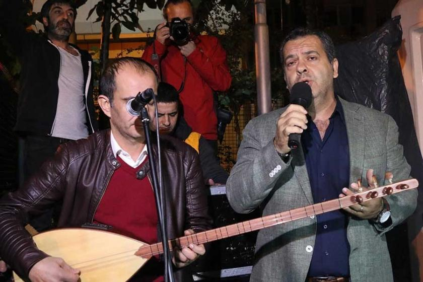 CHP'li vekil Cumhuriyet önünde konser verdi