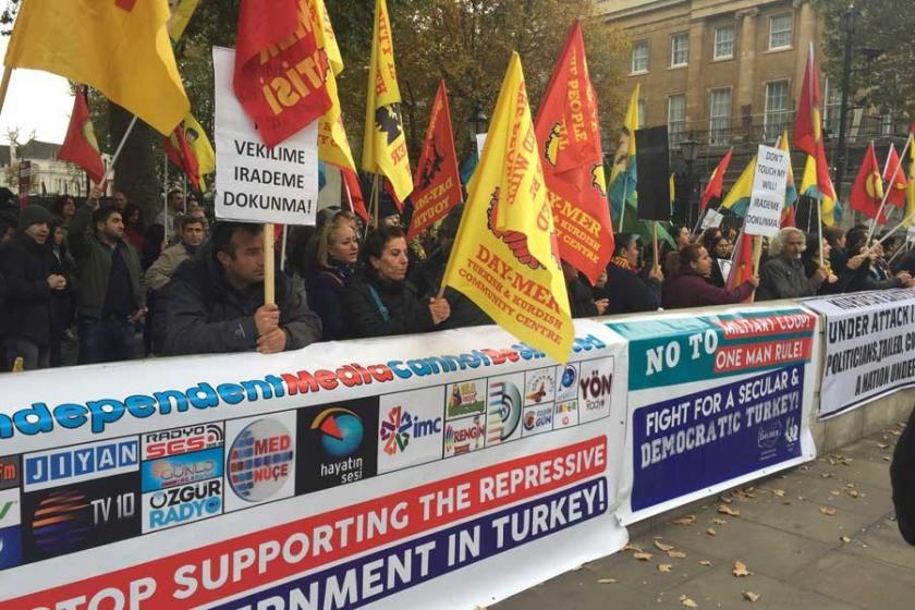 İngiltere'de Başbakanlık önünde eylem