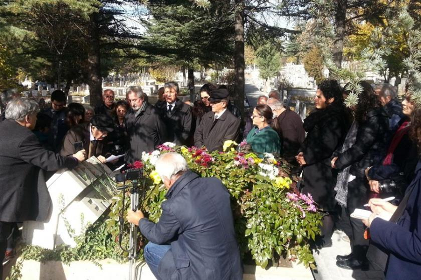 İlhan Erdost ölümünün 36. yılında mezarı başında anıldı