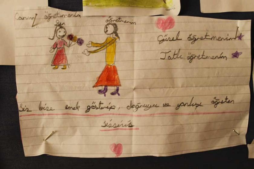 Çocuklar ihraç edilen öğretmenlerine özlemini resimledi