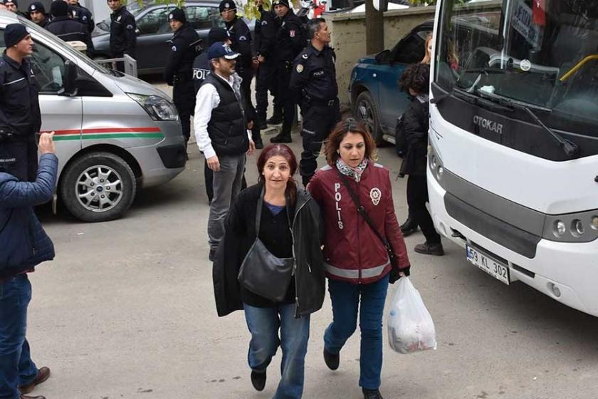 Çorlu'da gözaltına alınan HDP ve EMEP üyeleri adliyede