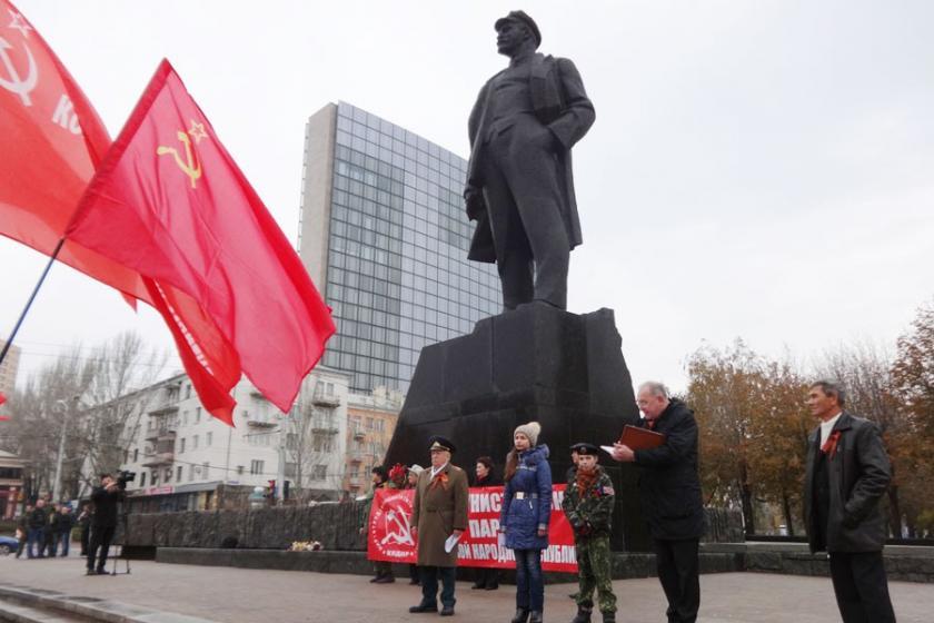 Donetsk'te Ekim Devrimi'nin 99. yıl dönümü kutlandı