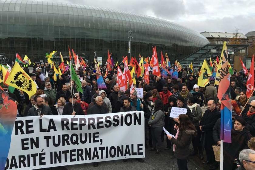 Strasbourg'da, Türkiye'deki baskılara karşı yürüyüş yapıldı