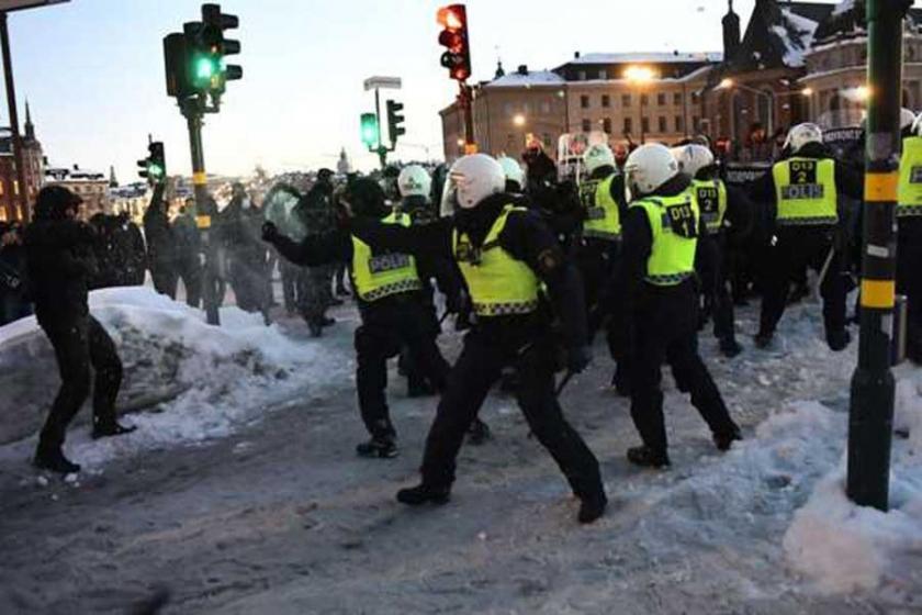 Stockholm'de sendikalar ırkçılara karşı sokağa çıktı