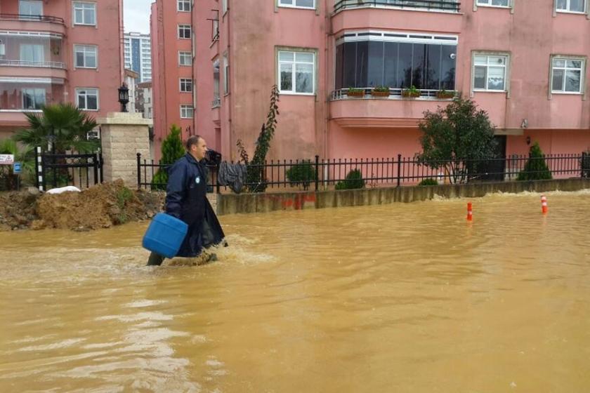 Ordu'da sağanak yağmurda evleri su bastı