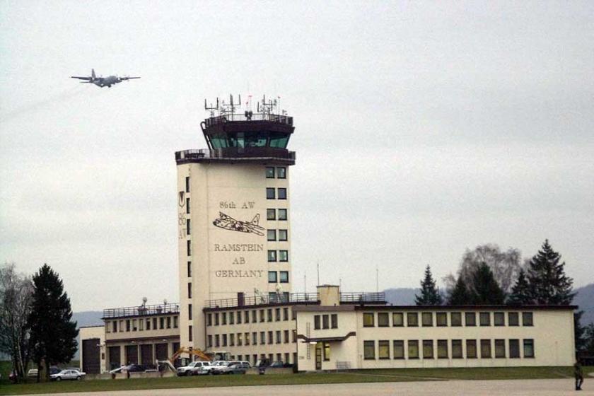 'Almanya NATO üssünde Türk askerleri iltica başvurusu yaptı'