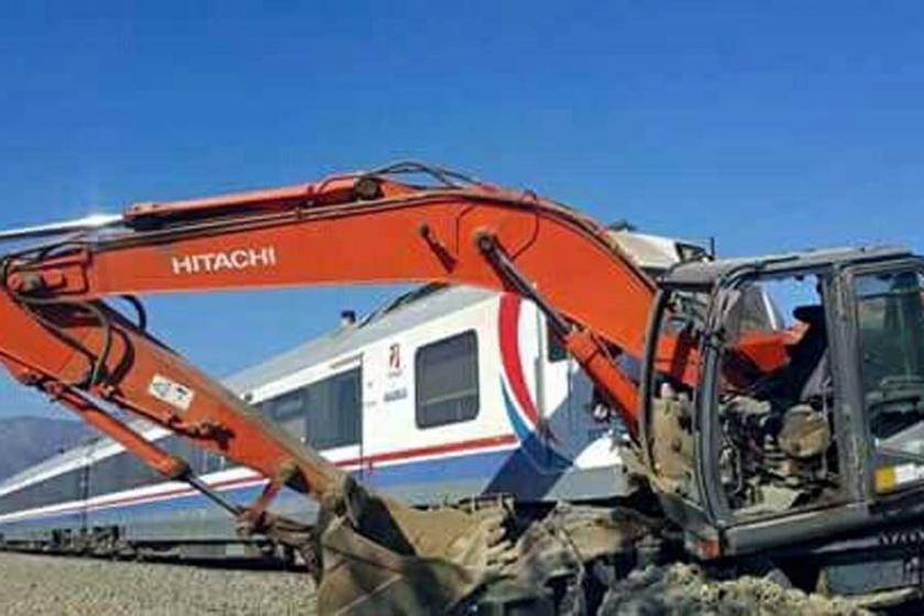 Tren kepçeyle çarpıştı: 20'ye yakın yaralı var