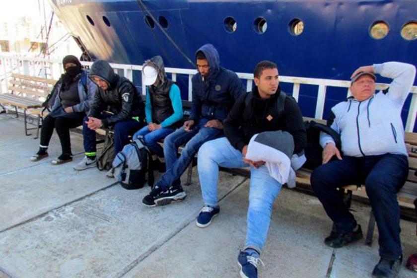 Suriyeliler Yunanistan diye Türkiye'deki adaya bırakıldı