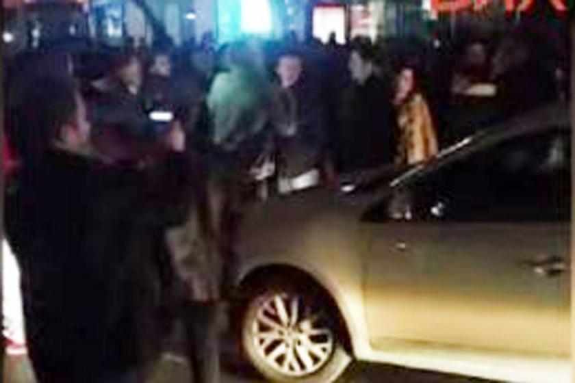Halkın İETT isyanı!.. Levent'te caddeyi trafiğe kapattılar