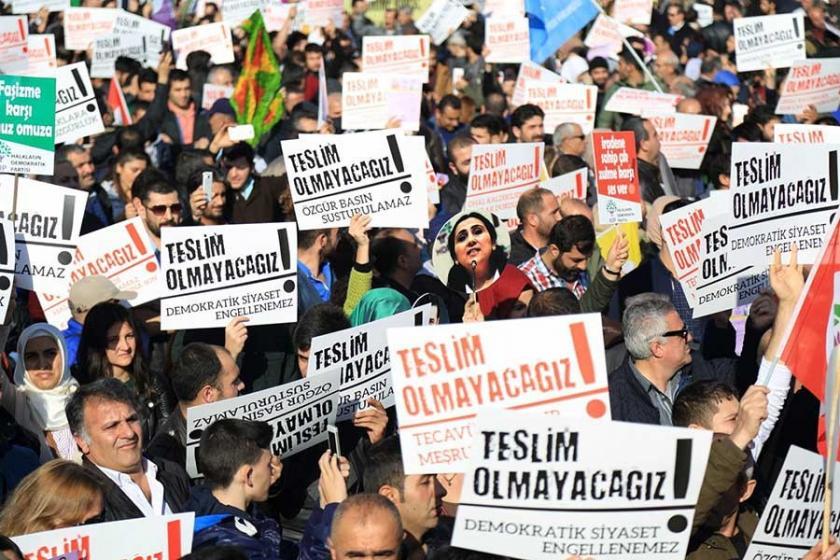 CHP'nin Kartal mitinginden çekilmesi eleştirilere neden oldu