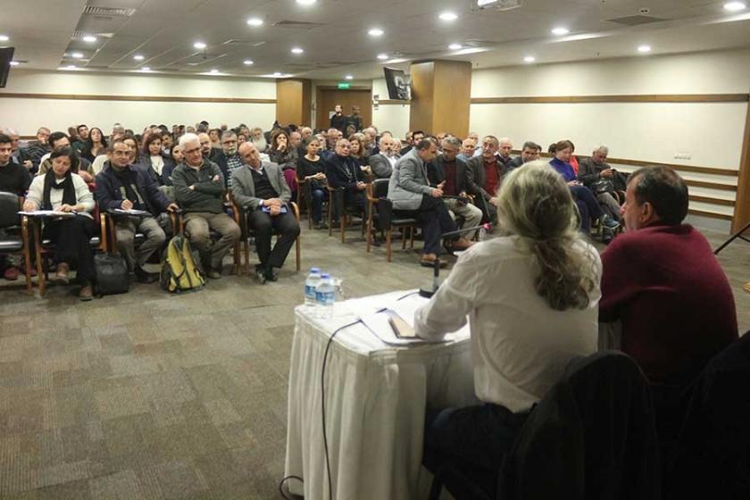 İzmir'de forum: Mücadele işyerlerine mahallelere yayılmalı'