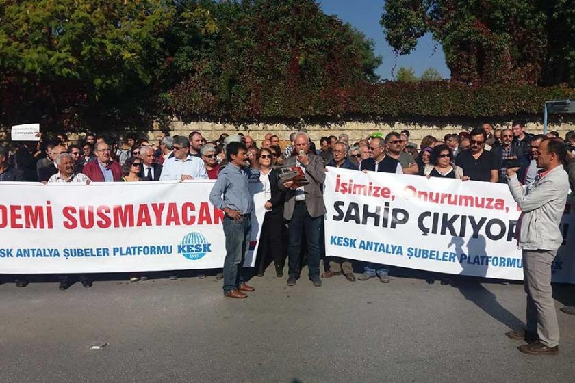 İhraçlar Akdeniz Üniversitesi'nde protesto edildi
