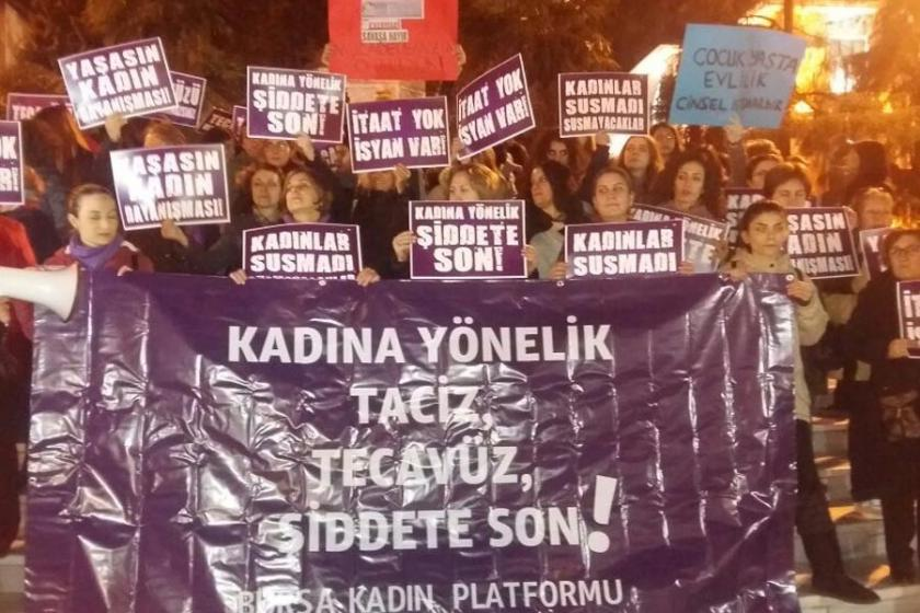 Bursalı kadınlar OHAL'e rağmen sokaktaydı