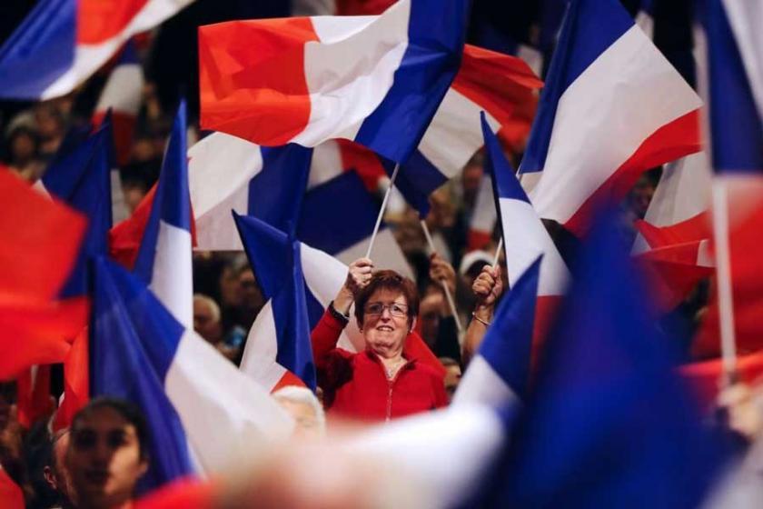 Fransa'da sağ ilerliyor, emek cephesi dağınık