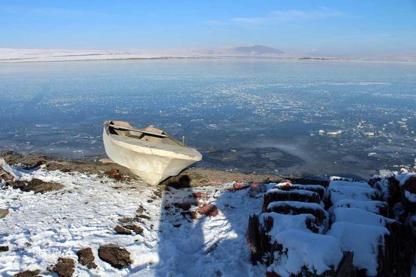 Akaş ve Çıldır gölleri dondu