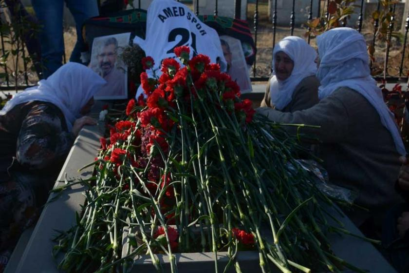 Elçi'nin mezarlık anması: Sen bizim beyaz güvercinimizdin