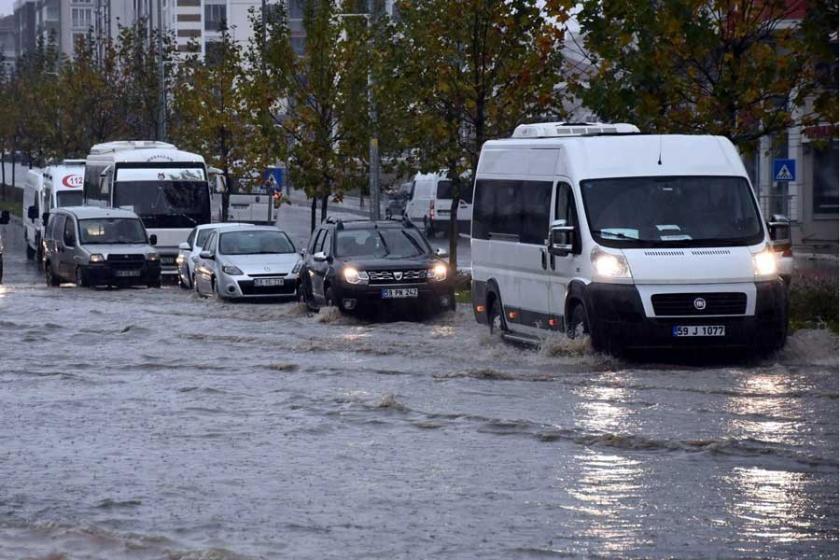 Çorlu'da caddeler göle döndü