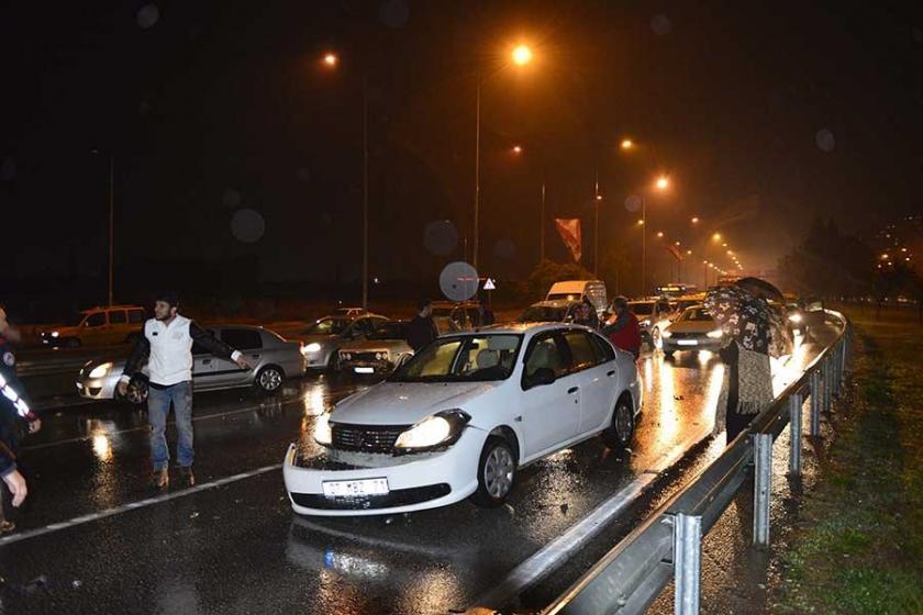 7 aracın karıştığı kazada 1 otomobil yandı